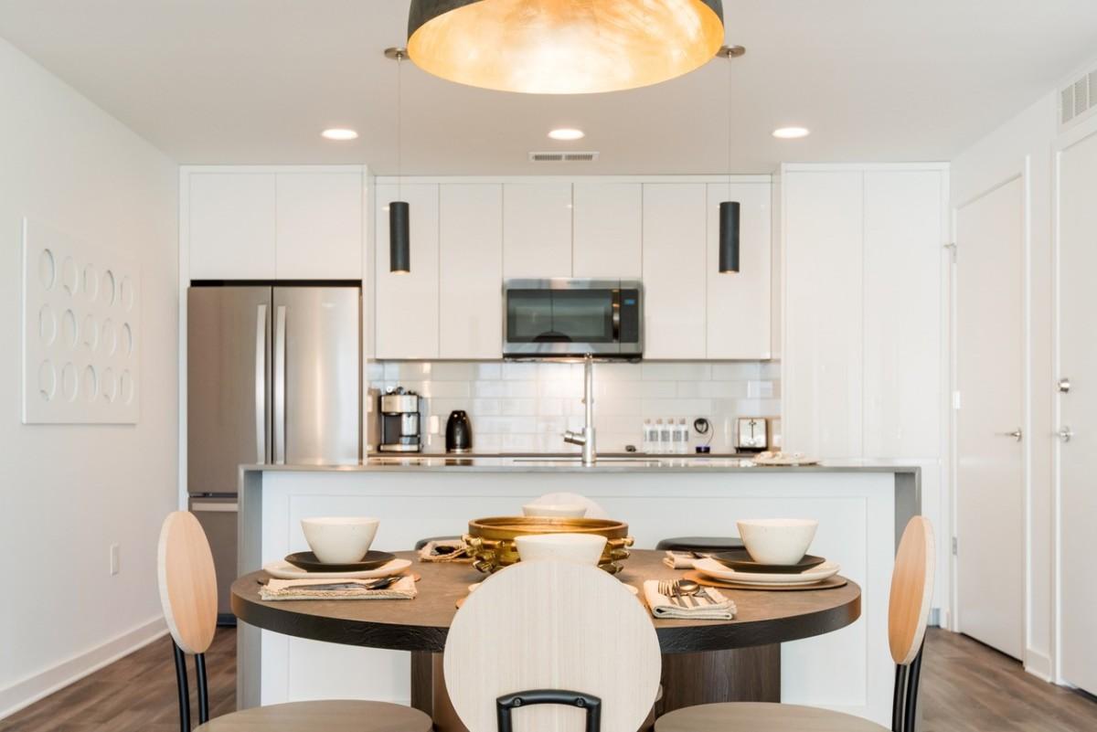 StayTony Atlanta Kitchen and Dining space